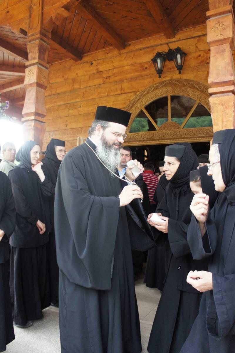 PS Ignatie Trif în vizită la Mănăstirile Paltin şi Petru Vodă