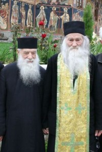 Pr. Gheorghe Calciu cu Pr. Justin Parvu la Petru Voda-2006-Oct