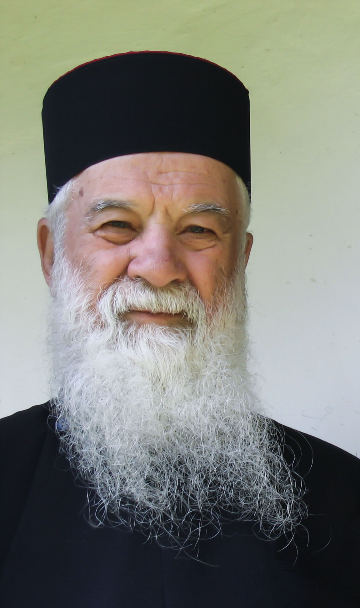 Părintele Gheorghe Calciu către tînăra generaţie: Rugaţi-vă, neîncetat!