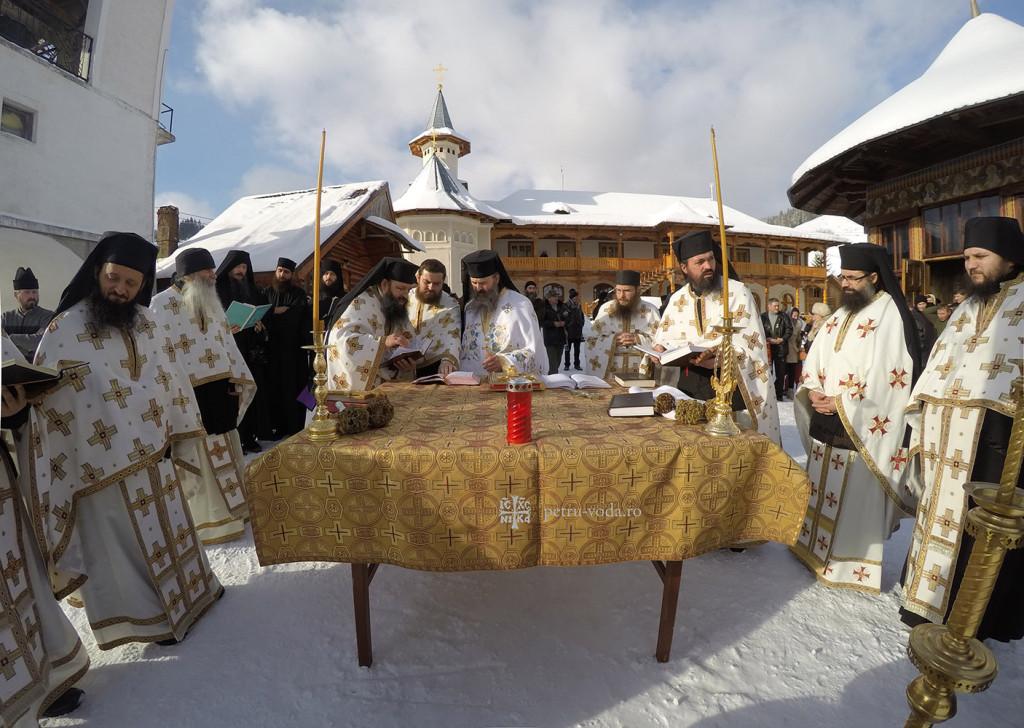 Mănăstirea Petru Vodă - Boboteaza 2015.3.jpg