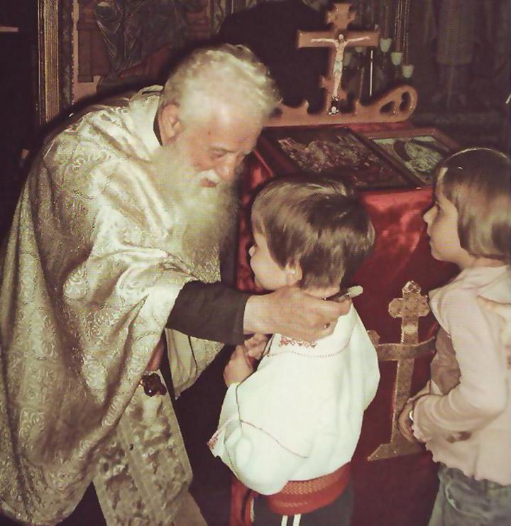 Pr. Gheorghe Calciu: De Crăciun, cu darurile materiale rupem relaţia sufletească