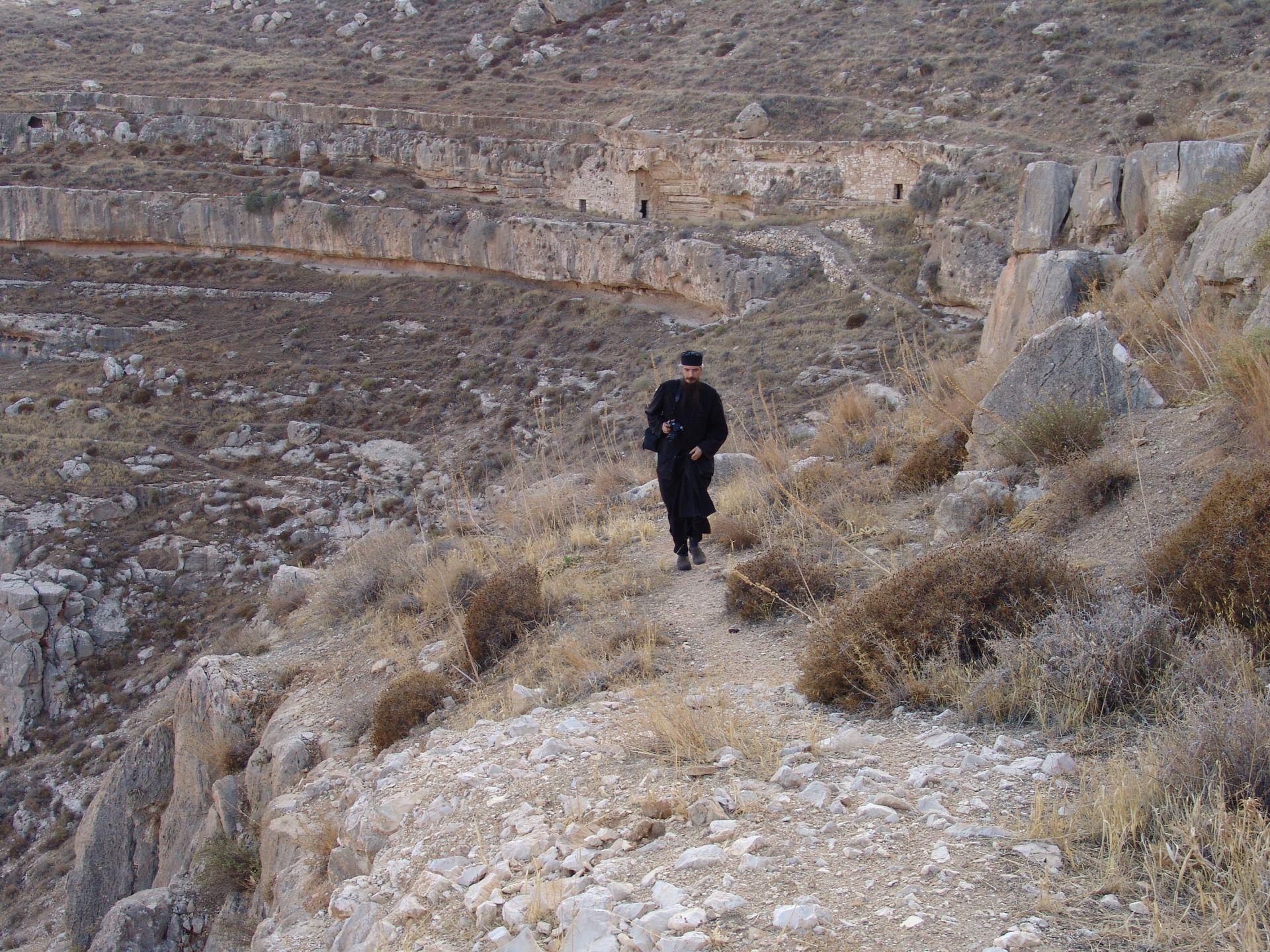 Ruine ale chiliilor de la Lavra Veche