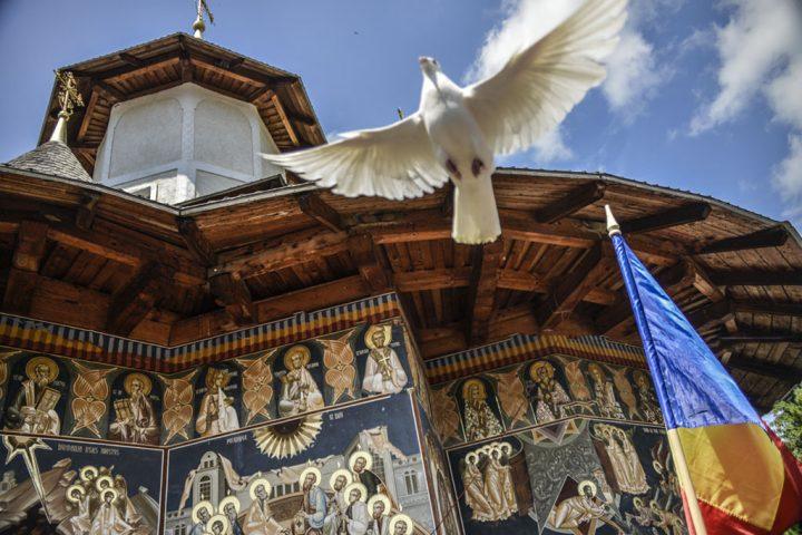 Cuvînt de ctitor – Părintele Justin la sfinţirea bisericii Mănăstirii Petru Vodă (2005)