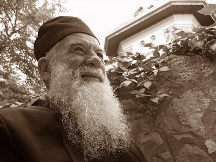 Înştiinţare cu privire la susţinerea demersurilor de canonizare a Părintelui Gheorghe Calciu