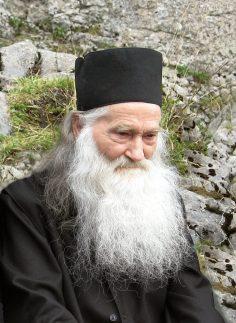 Părintele Justin Pârvu: Rugaţi-vă, rugaţi-vă, să nu cădeţi în ispita înşelării