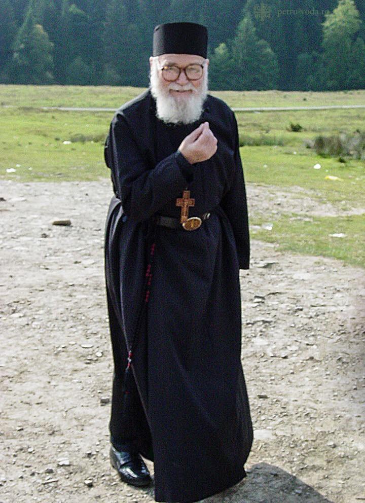 Să-i fim alături în rugăciune Părintelui Roman Braga