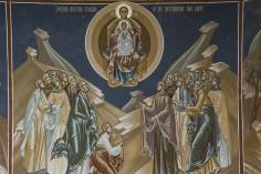 Maica Domnului tămâiază sfintele slujbe în bisericile ortodoxe